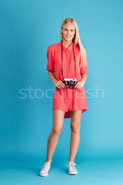 Fiatal nő fotós ruha áll retro kamera Stock fotó © deandrobot