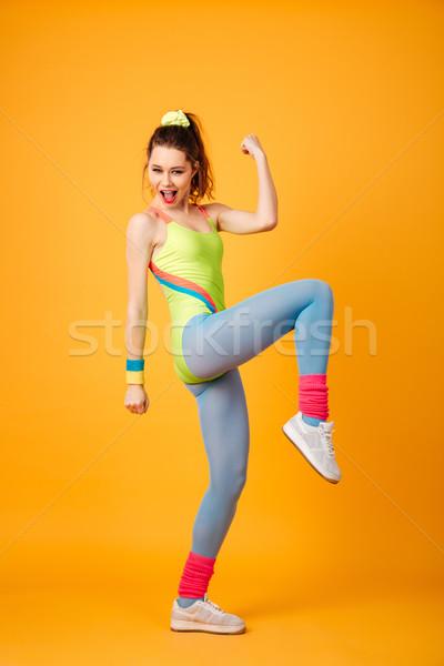 Genç uygunluk bayan poz sarı Stok fotoğraf © deandrobot