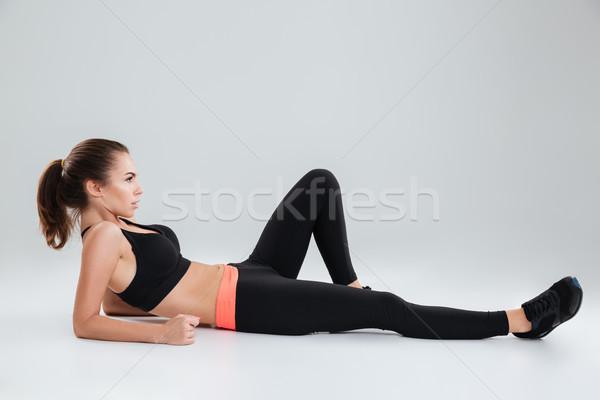 Сток-фото: вид · сбоку · Фитнес-женщины · полу · студию · серый · спорт