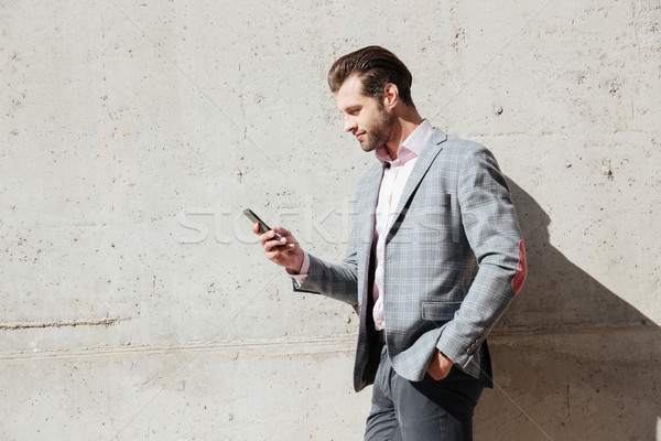 Portret szczęśliwy człowiek kurtka telefonu komórkowego Zdjęcia stock © deandrobot