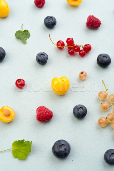 Bessen geïsoleerd witte tabel top Stockfoto © deandrobot
