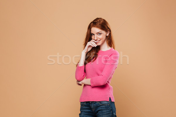 Portret tineri fată în picioare Imagine de stoc © deandrobot