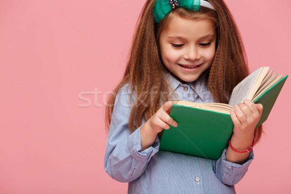 Retrato colegiala largo leer Foto stock © deandrobot