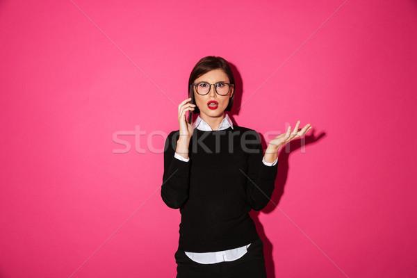 Niezadowolony młodych pani mówić smartphone odizolowany Zdjęcia stock © deandrobot
