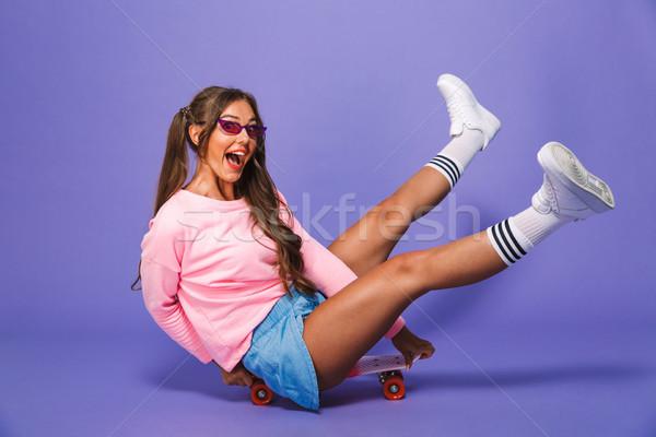 Porträt aufgeregt Mädchen Sweatshirt posiert Skateboard Stock foto © deandrobot