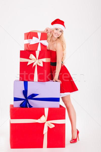 ストックフォト: 幸せ · 女性 · サンタクロース · 布 · 立って · ギフトボックス