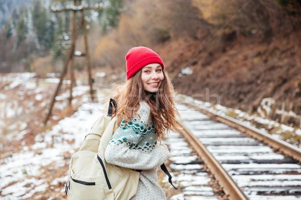 Sorridente atraente mulher jovem caminhada ferrovia vermelho Foto stock © deandrobot