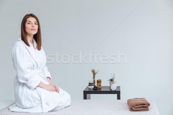Gyengéd természetes fiatal nő fürdőköpeny ül fürdő Stock fotó © deandrobot