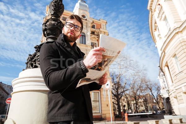 Yandan görünüş yakışıklı adam kat gazete gözlük Stok fotoğraf © deandrobot