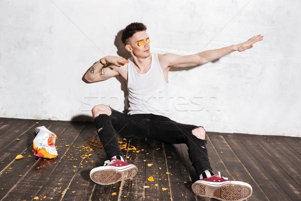 человека картофельные чипсы глазах забавный молодым человеком Сток-фото © deandrobot