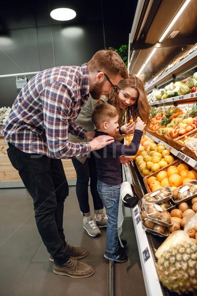 垂直 画像 家族 演奏 柑橘類 スーパーマーケット ストックフォト © deandrobot