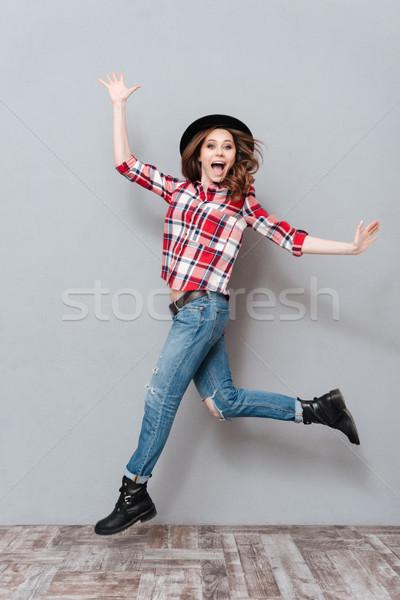 Gondtalan boldog lány kockás póló ünnepel siker Stock fotó © deandrobot