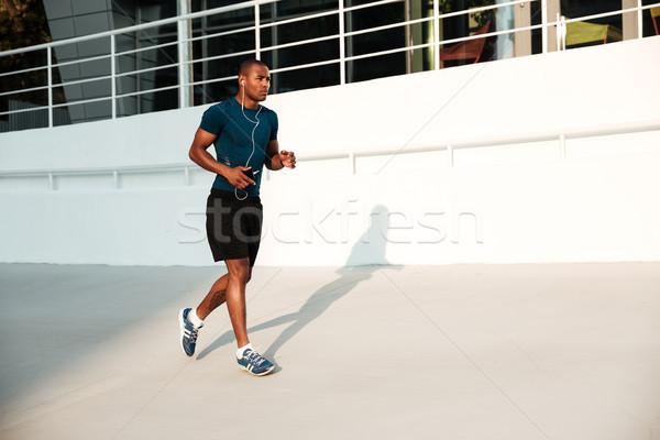 Teljes alakos portré komoly afrikai sportoló fülhallgató Stock fotó © deandrobot