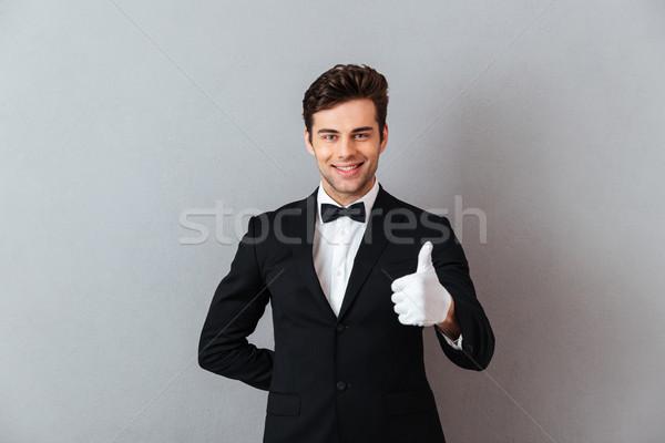 Wesoły młodych kelner stałego odizolowany Zdjęcia stock © deandrobot