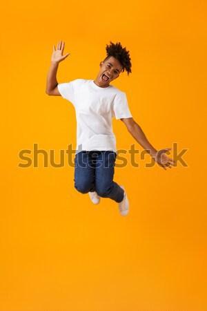 Podniecony emocjonalny młoda kobieta turystycznych skoki odizolowany Zdjęcia stock © deandrobot