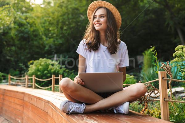 счастливым сидят портативного компьютера парка улице Сток-фото © deandrobot