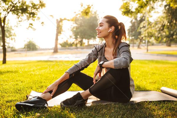フィットネス スポーツ 女性 公園 屋外 リスニング ストックフォト © deandrobot