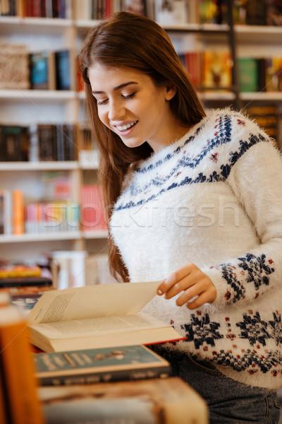 女性 見える 図書 肖像 かなり 若い女性 ストックフォト © deandrobot