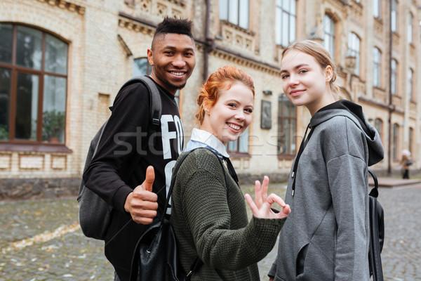 Sonriendo estudiantes bueno Foto stock © deandrobot