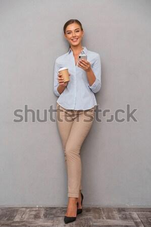 Jonge afrikaanse vrouw trui jeans Stockfoto © deandrobot