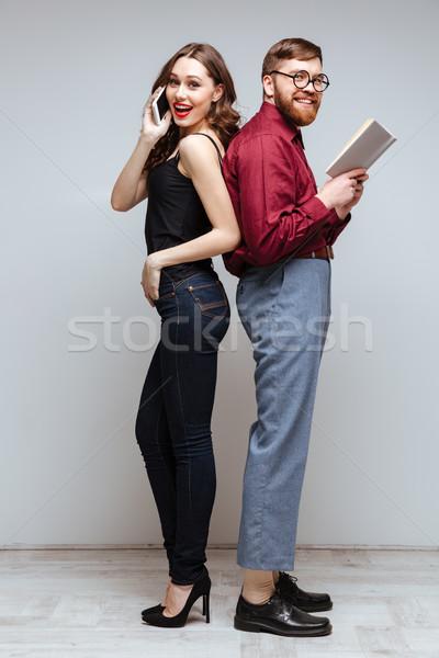 Gülümseyen kadın gülen erkek inek öğrenci ayakta geri Stok fotoğraf © deandrobot