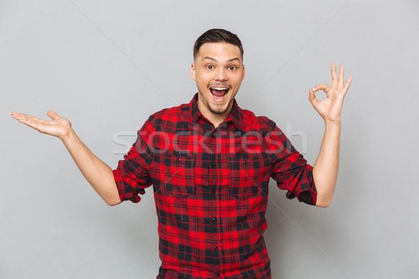 Boldog férfi mutat ok felirat tart Stock fotó © deandrobot