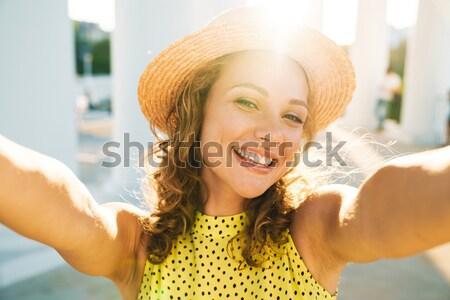 счастливым молодые Lady сидят таблице Сток-фото © deandrobot