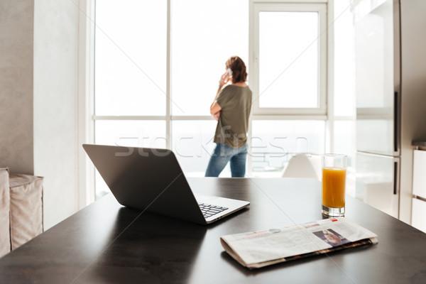 Fotó asztal laptop számítógép dzsúz újság nő Stock fotó © deandrobot