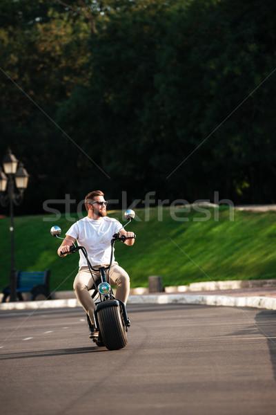 Image souriant barbu homme lunettes de soleil Photo stock © deandrobot