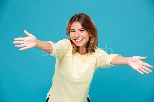 Tevreden vrouw trui gelukkig vergadering naar Stockfoto © deandrobot