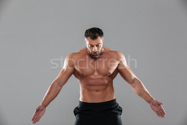 Portre kas güçlü gömleksiz erkek vücut geliştirmeci Stok fotoğraf © deandrobot