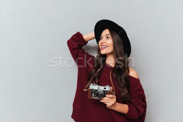微笑 女子 毛線衣 帽子 商業照片 © deandrobot