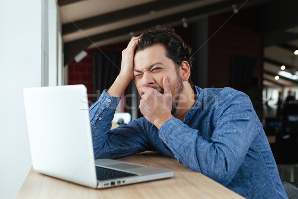 男 オフィス 若い男 ラップトップを使用して コンピュータ ストックフォト © deandrobot