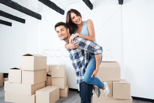 Fiatal pér mozog új ház fiatal boldog házaspár Stock fotó © deandrobot