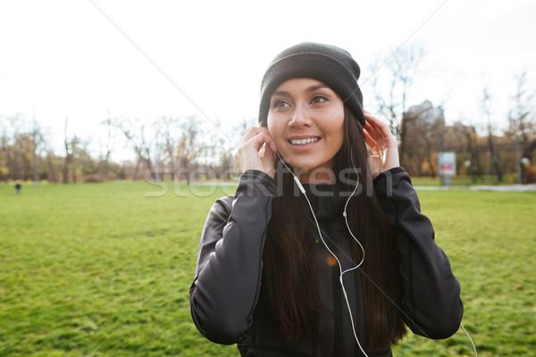 Vrolijk runner warm kleding najaar park Stockfoto © deandrobot
