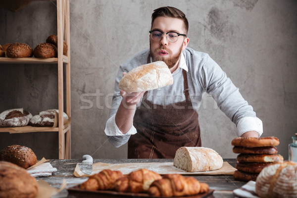 Geconcentreerde man bakker permanente bakkerij Stockfoto © deandrobot