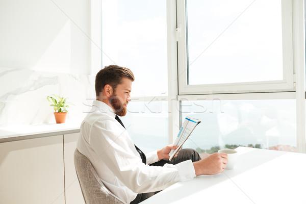 Vista laterale barbuto uomo business vestiti seduta Foto d'archivio © deandrobot