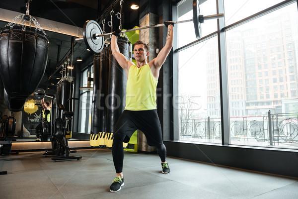 Jonge geconcentreerde fitness man training zwaar Stockfoto © deandrobot