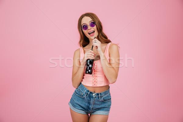Retrato feliz mulher óculos de sol verão roupa Foto stock © deandrobot
