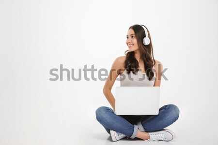 Feliz mujer embarazada tarjeta de débito usando la computadora portátil Foto stock © deandrobot