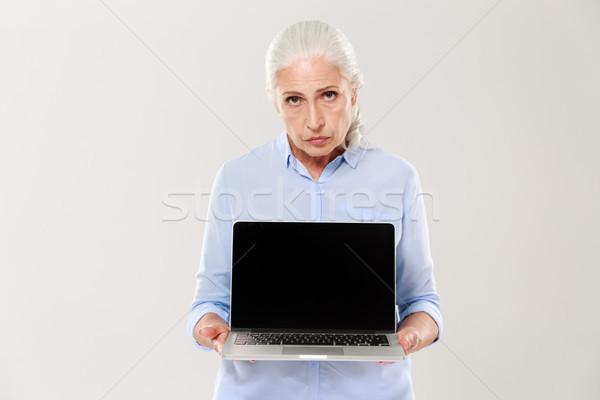 Niezadowolony smutne kobieta laptop ekranu Zdjęcia stock © deandrobot