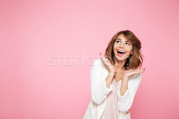 Mosolyog izgatott lány kéz a kézben arc másfelé néz Stock fotó © deandrobot