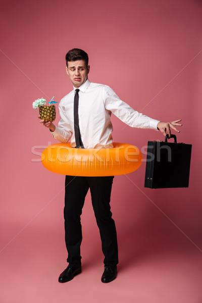 Stock fotó: Elégedetlen · fiatal · üzletember · néz · bőrönd · fotó