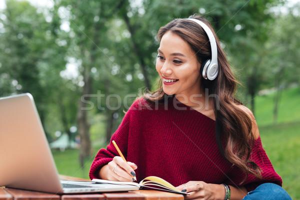 Zdjęcia stock: Portret · szczęśliwy · uśmiechnięty · asian · dziewczyna · słuchawki