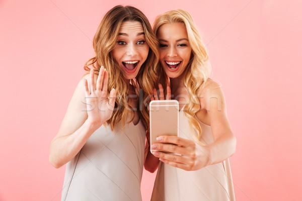 Twee gelukkig mooie vrouwen pyjama poseren Stockfoto © deandrobot