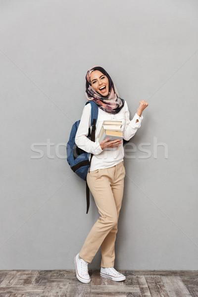 Portret uśmiechnięty młodych arabski kobieta Zdjęcia stock © deandrobot