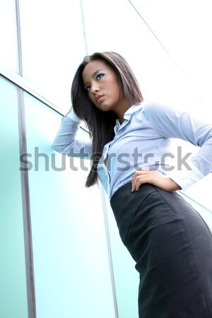 Atractivo mujer bonita vestido ocasional espacio de la copia palma Foto stock © deandrobot