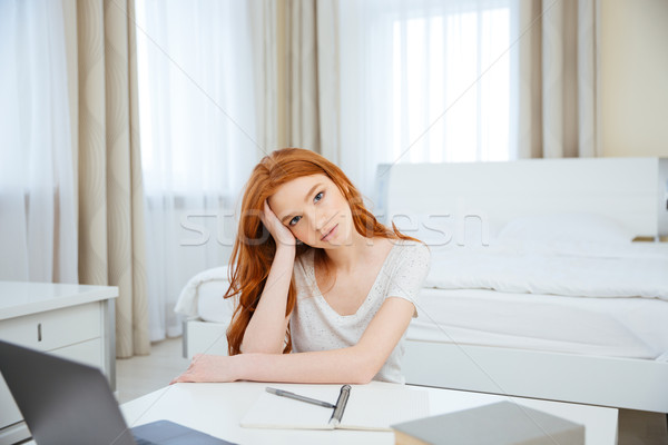 Rotschopf Frau Sitzung Tabelle Hausaufgaben jungen Stock foto © deandrobot