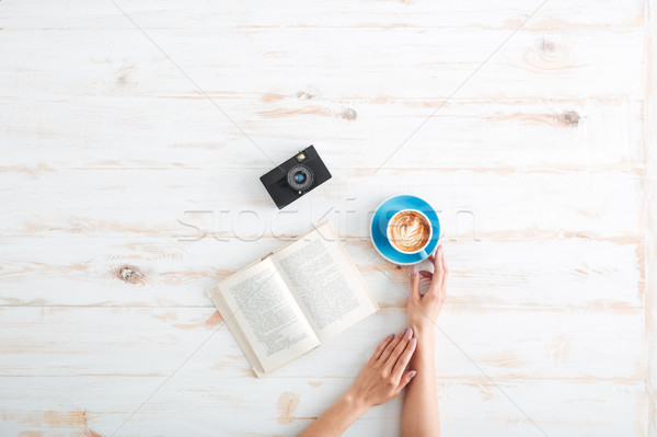 женщины рук Кубок кофе деревянный стол Сток-фото © deandrobot