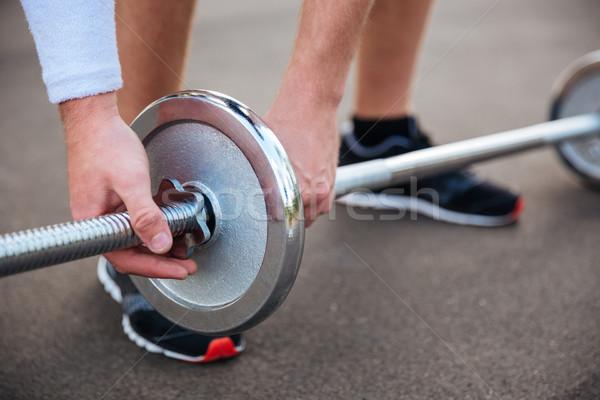 Muscular fitness homem elevador pesado barbell Foto stock © deandrobot